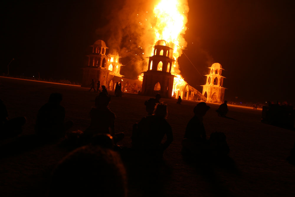 20_temple-in_-flames_0