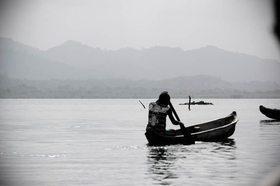 guna-yala-canoe