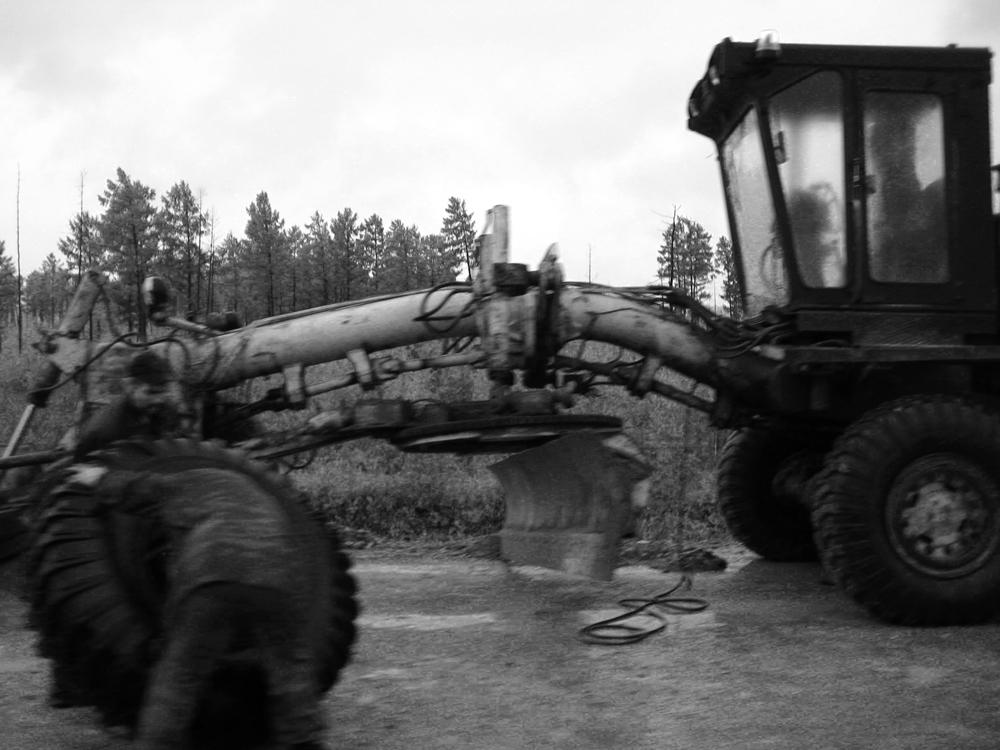 amur_highway_worker1